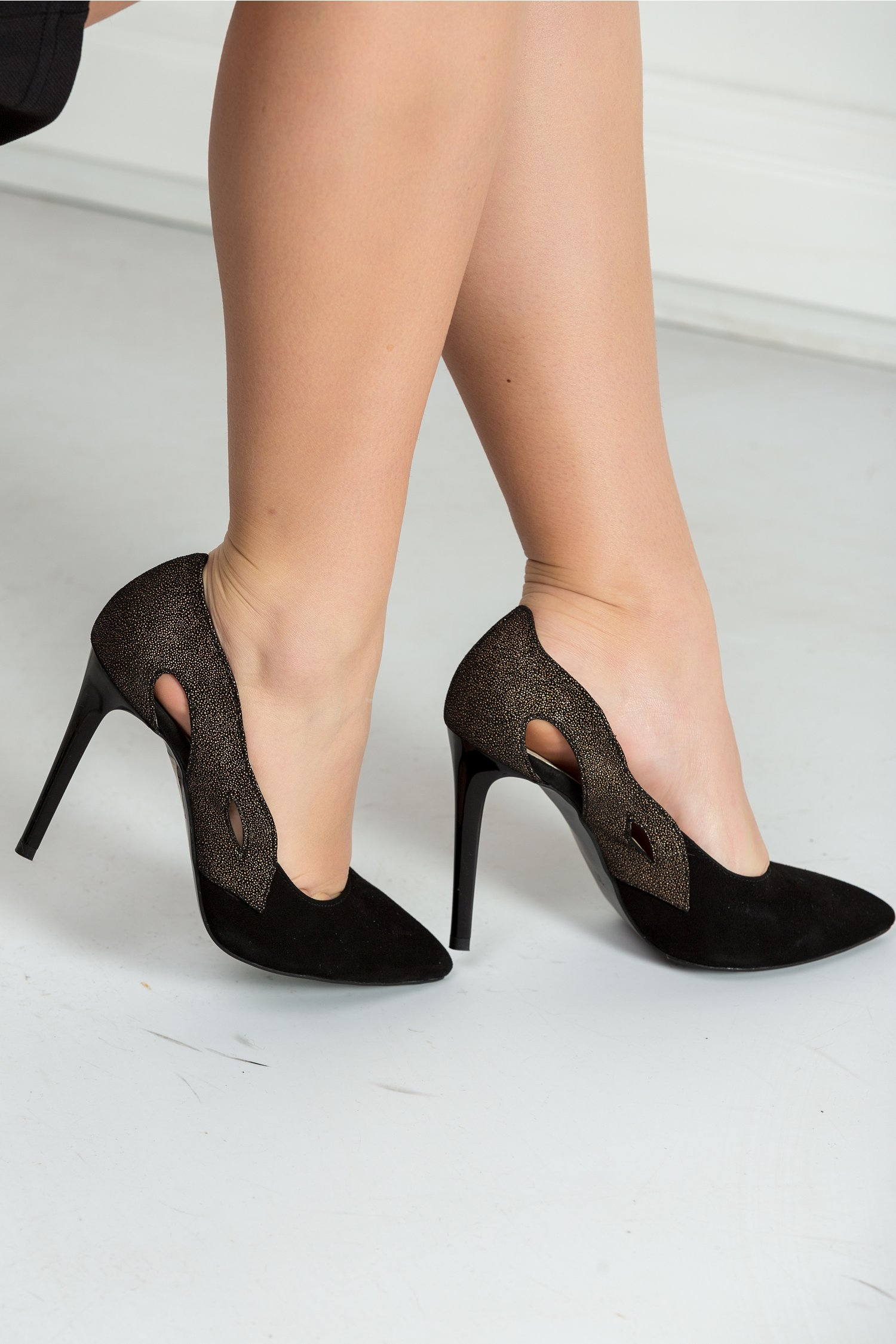Pantofi Alice stiletto negri cu decupaje, colectia 2018