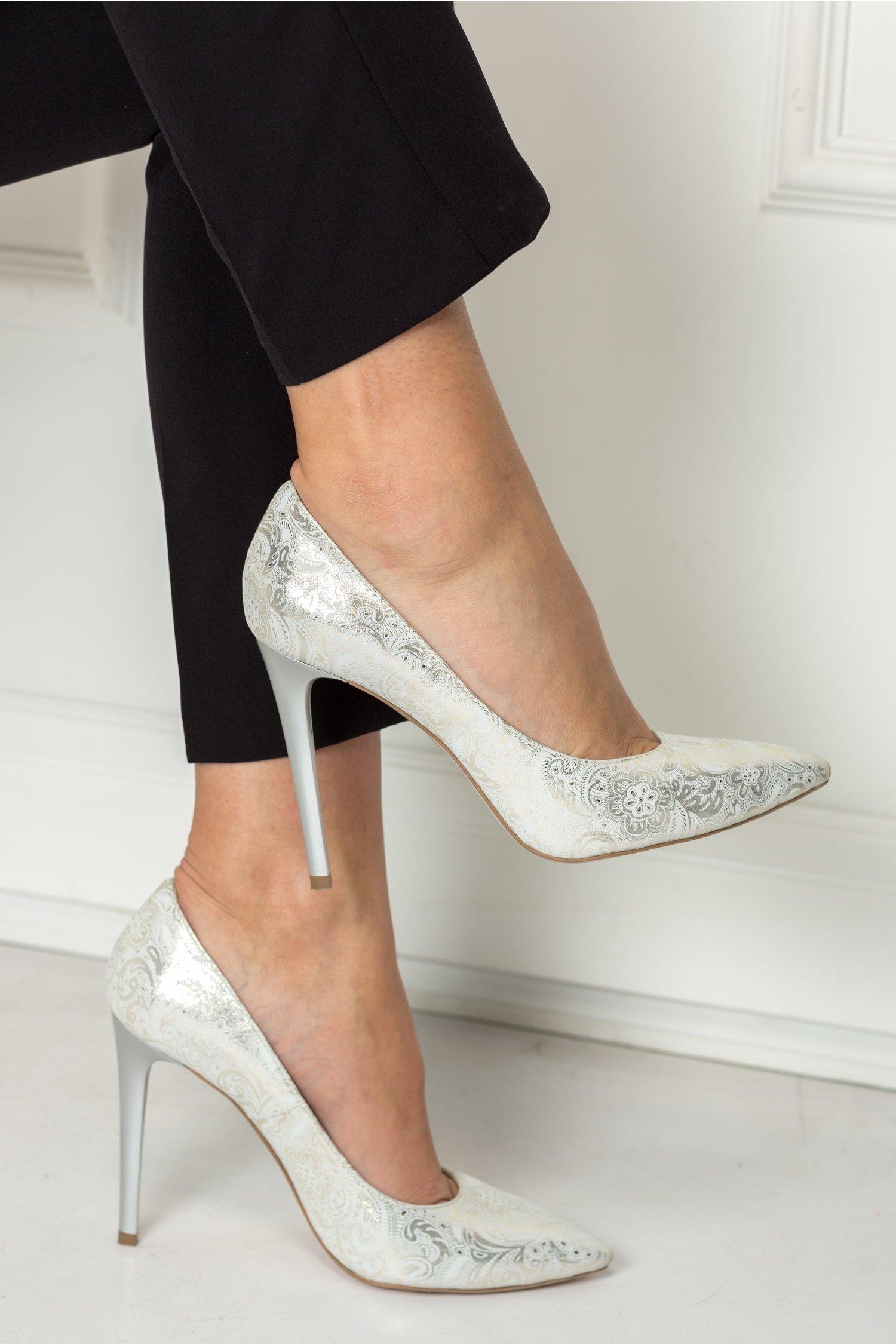 Pantofi Amaranda argintiu stiletto cu imprimeuri, colectia 2018