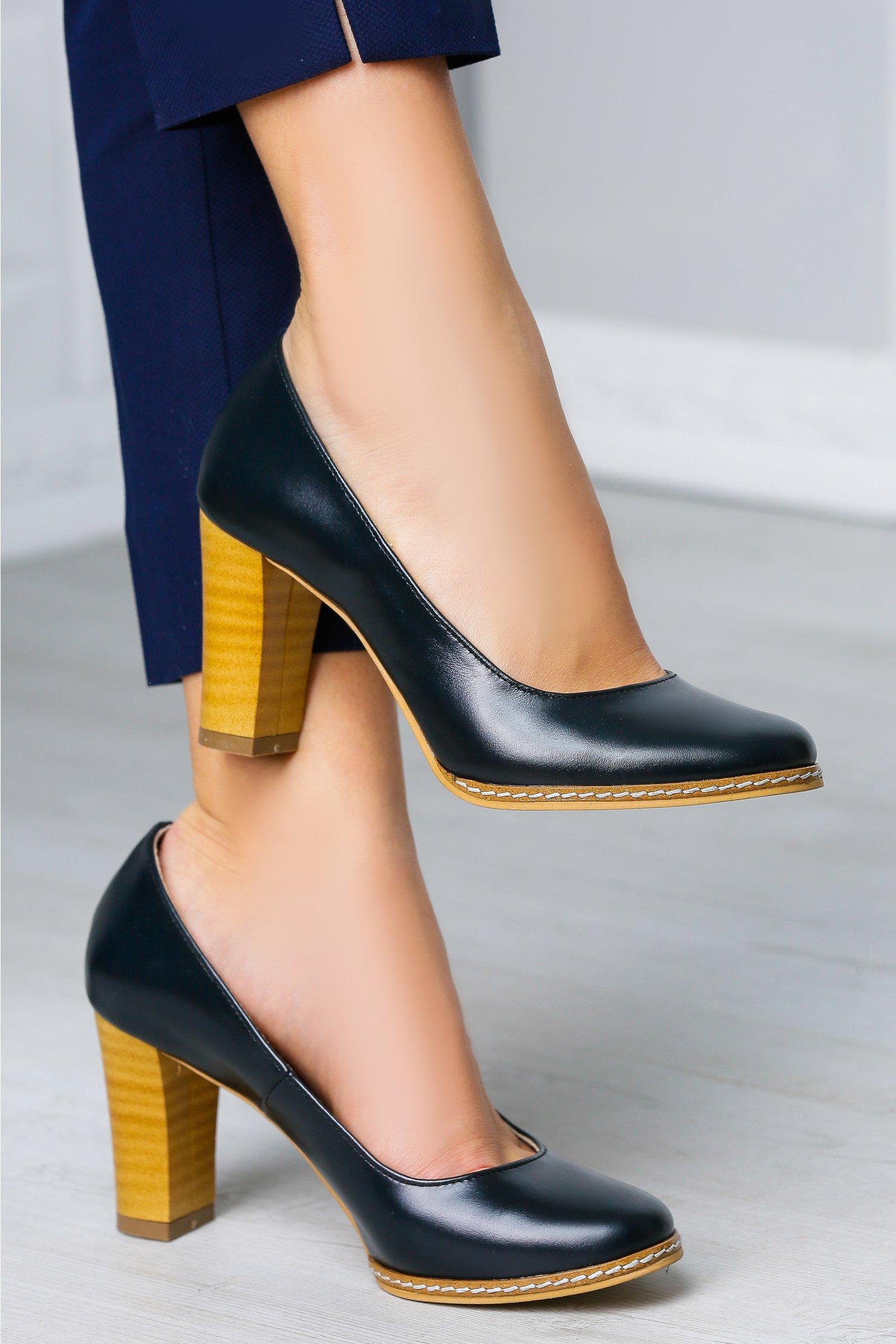 Pantofi Arabela bleumarin office cu toc maro, colectia 2018