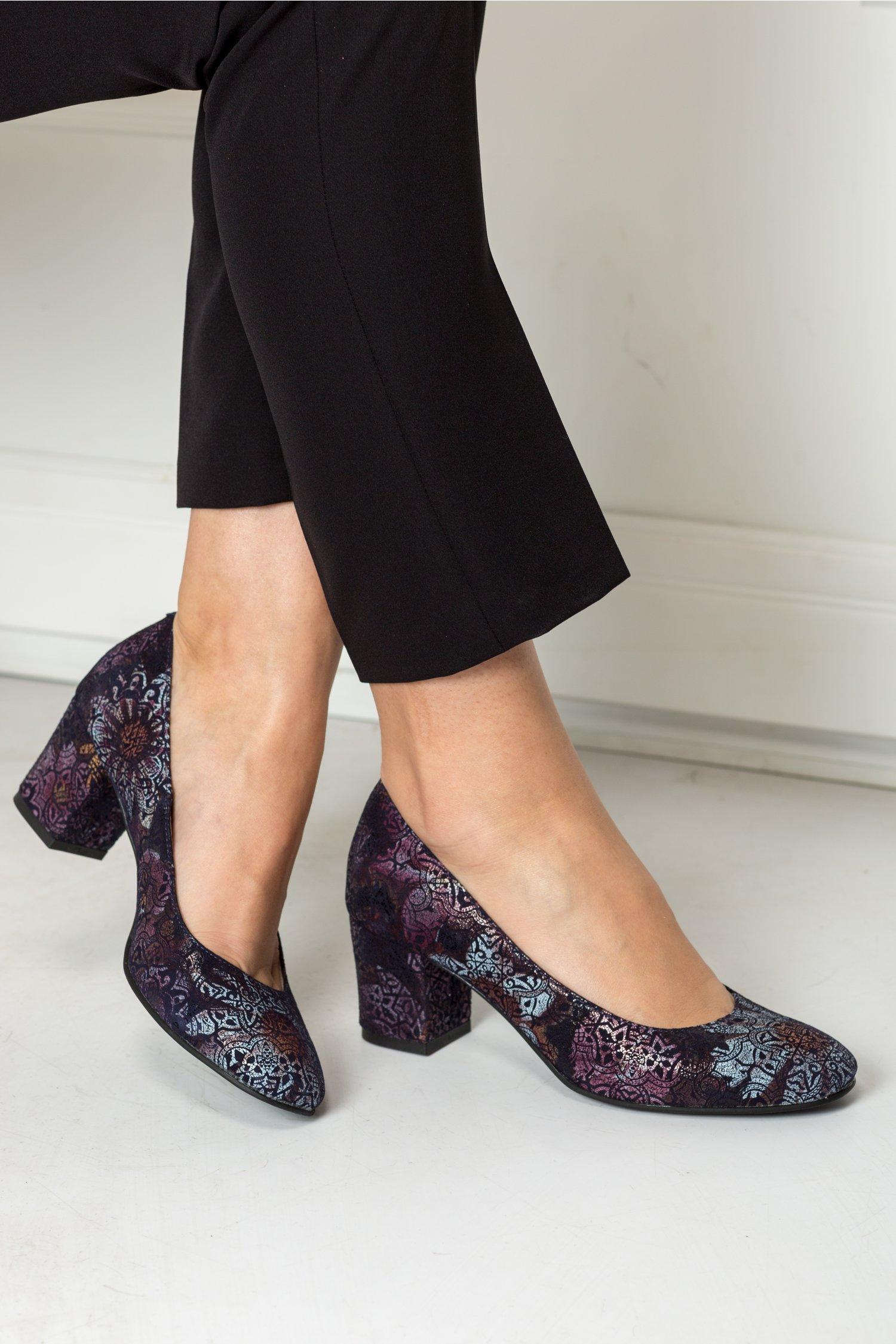 Pantofi Delicia bleumarin cu imprimeu baroc lila, colectia 2018