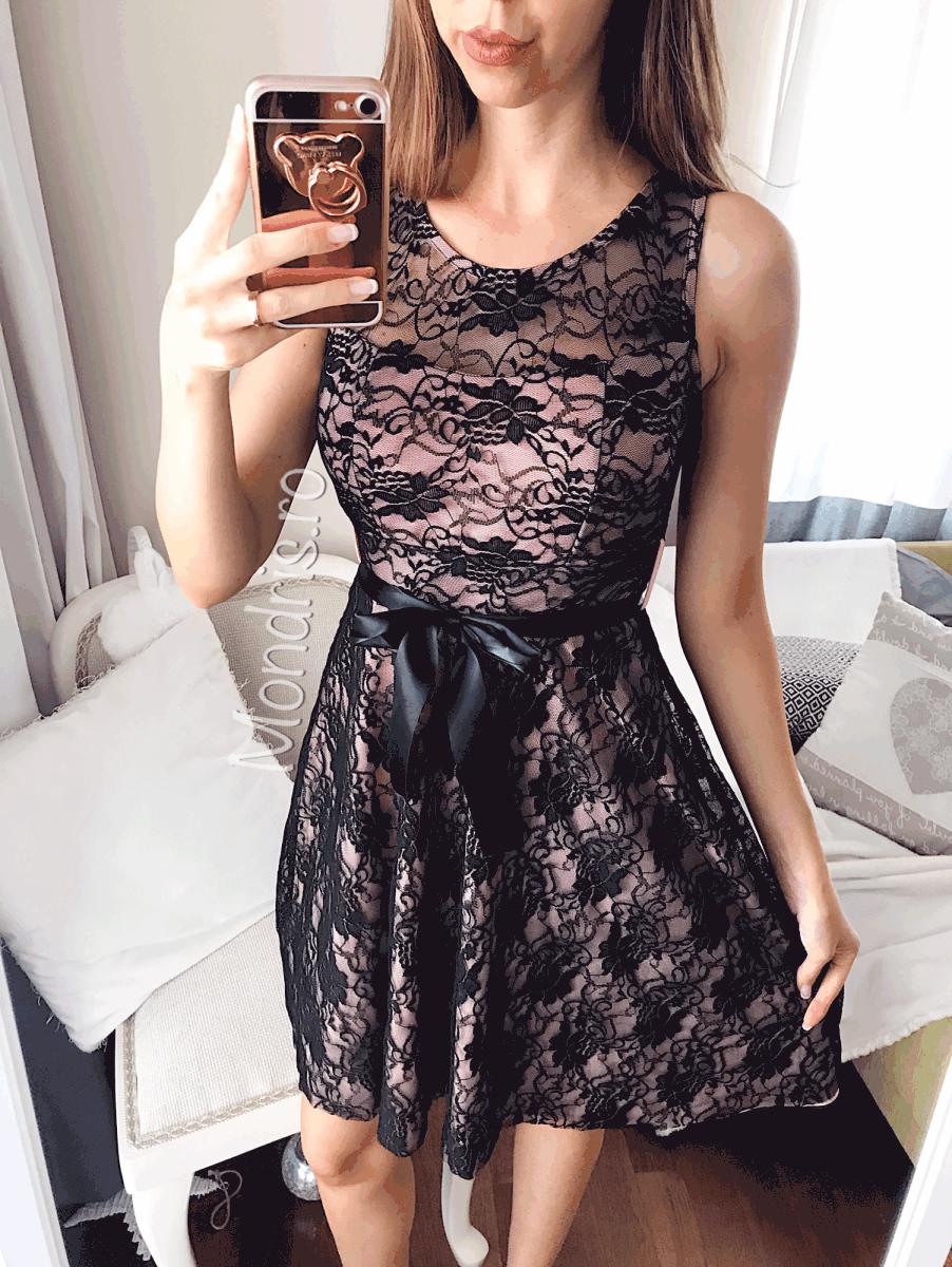 Rochie de ocazie scurta roz pastel cu corset brodat cu flori