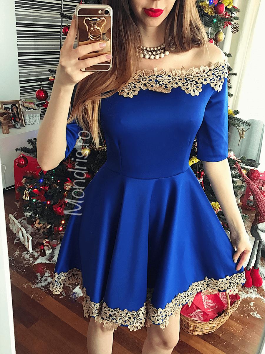 Rochie de seara stramta albastra bleumarin cu umerii goi si broderie alba
